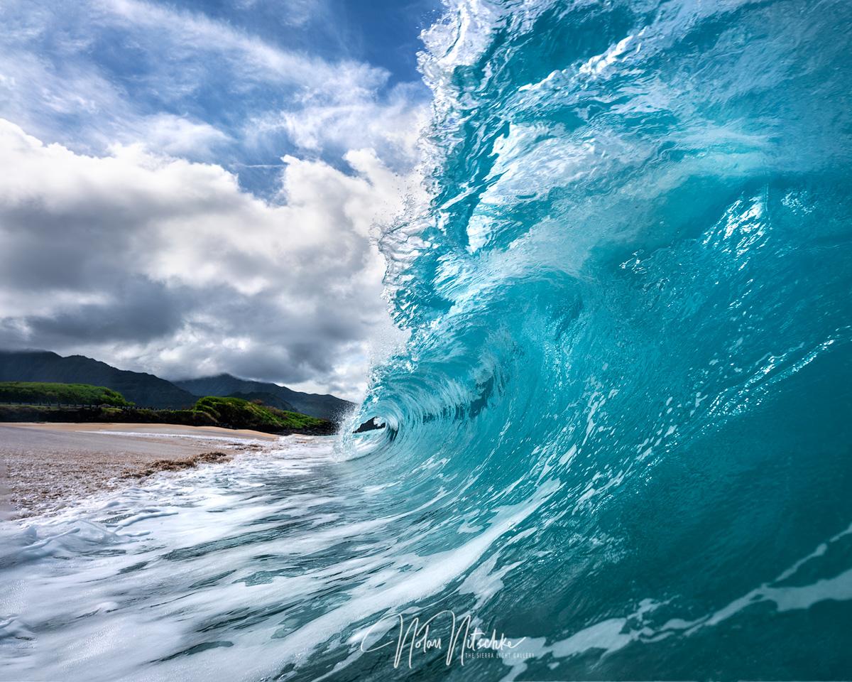 Strong shorebreak in Oahu.